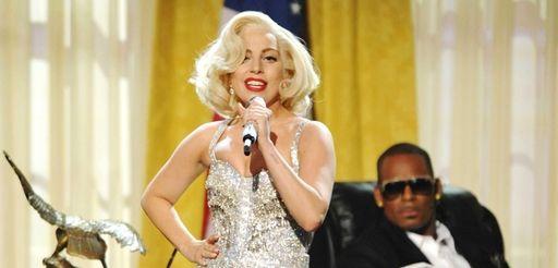 Lady Gaga and R. Kelly perform at