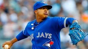 Marcus Stroman of the Toronto Blue Jays pitches