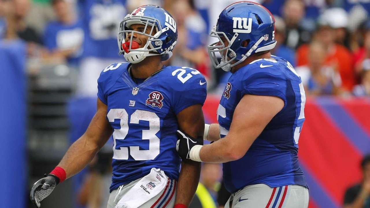 Rashad Jennings #23 of the Giants celebrates a