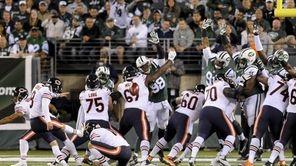 Chicago Bears kicker Robbie Gould (9) kicks an