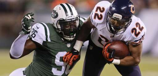 Chicago Bears running back Matt Forte (22) carries