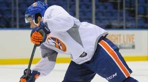 New York Islanders No.66 Josh Ho-Sang shoots on