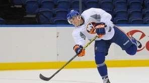 New York Islanders No. 18 Ryan Strome shoots