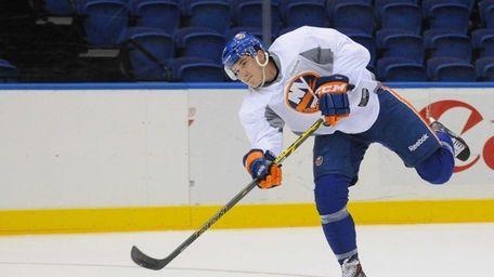 New York Islanders No. 18 Ryan Strome shoots