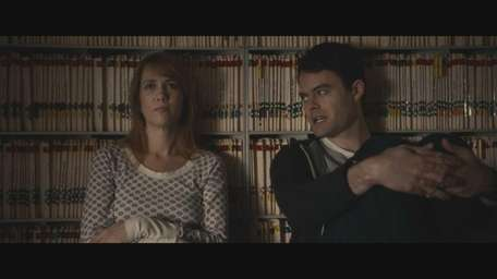 Kristen Wiig and Bill Hader in 'The Skeleton