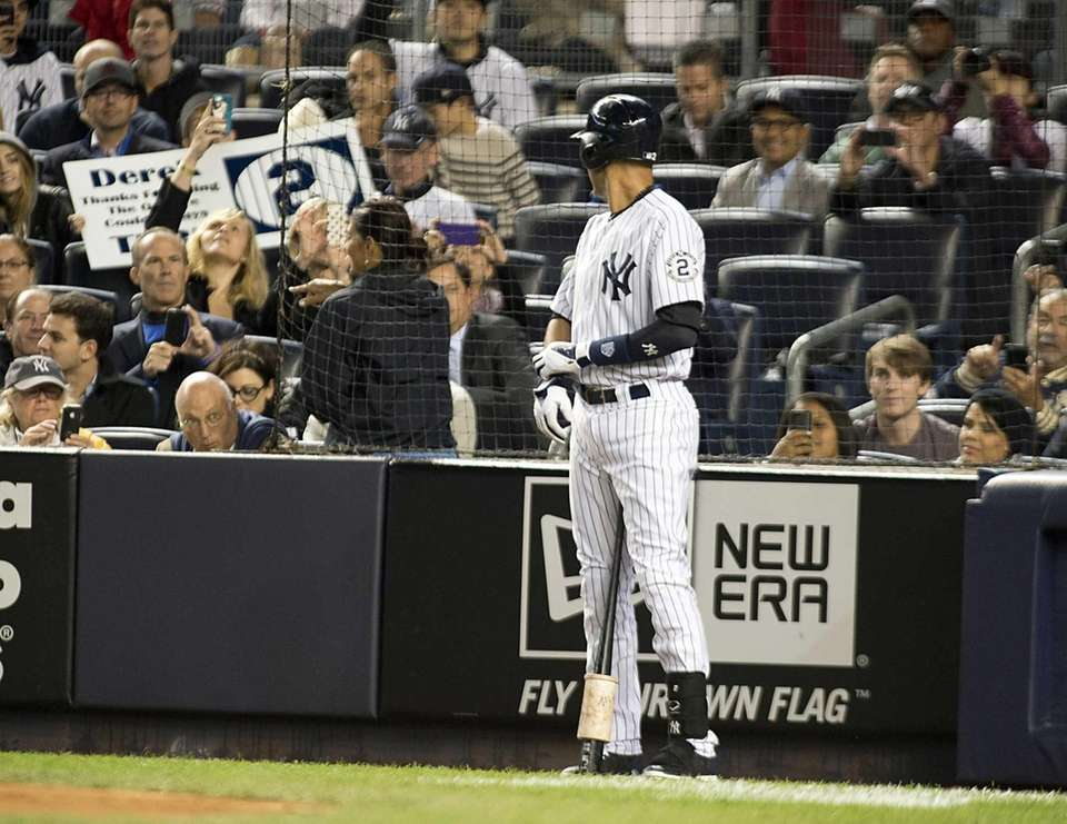 Yankees' Derek Jeter acknowledges the fans before his