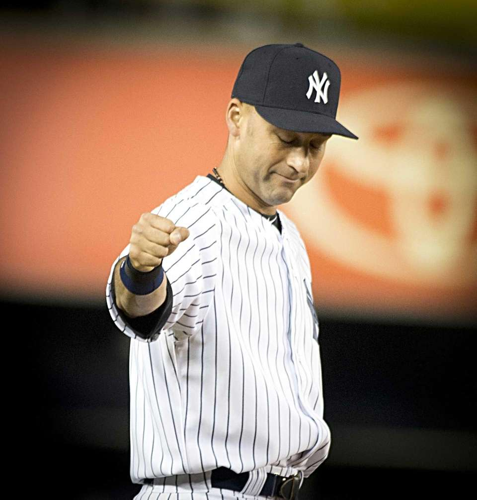 Yankees' Derek Jeter acknowledges the fans after taking