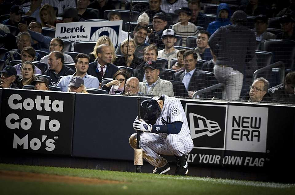 Yankees' Derek Jeter takes a moment before going