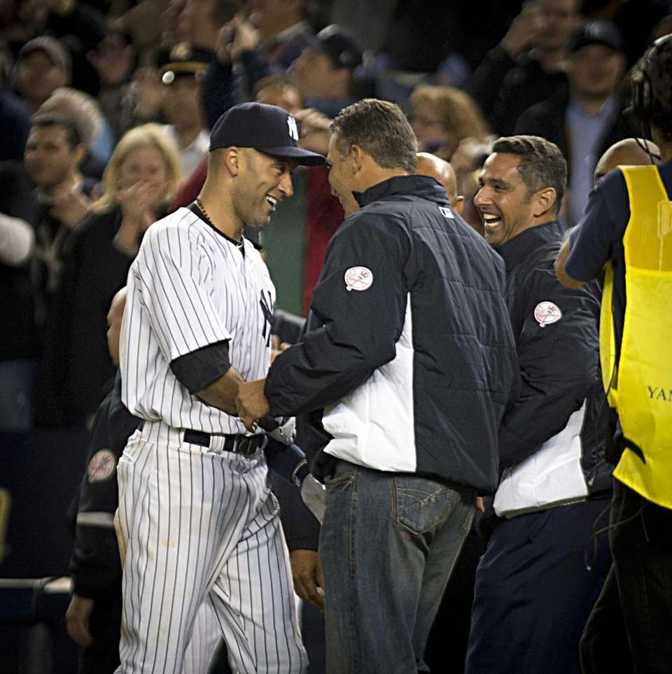 Yankees' Derek Jeter gets hugs from some of