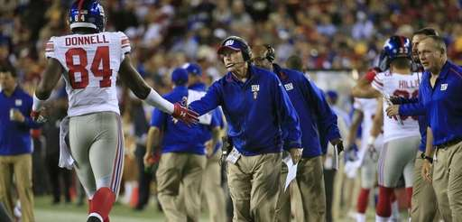Tight end Larry Donnell of the Giants slaps