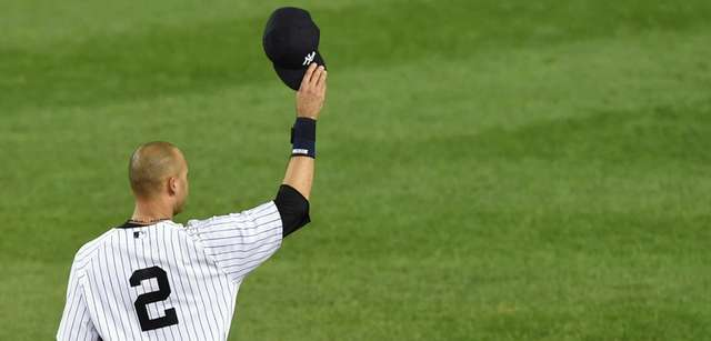 Derek Jeter tips his cap to the crowd