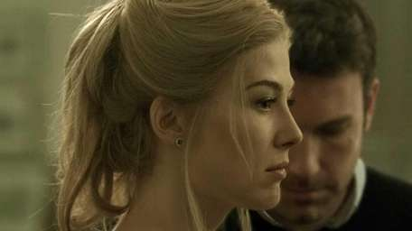 Nick (Ben Affleck) and Amy (Rosamund Pike) in