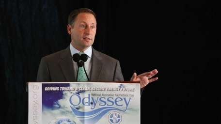 Republican gubernatorial candidate Rob Astorino speaks during the