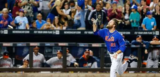 Lucas Duda of the Mets celebrates his ninth-inning,