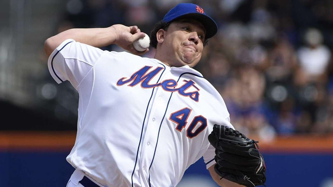Mets starting pitcher Bartolo Colon delivers a pitch