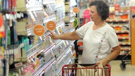 Consumer spending rose 0.5 percent in August after