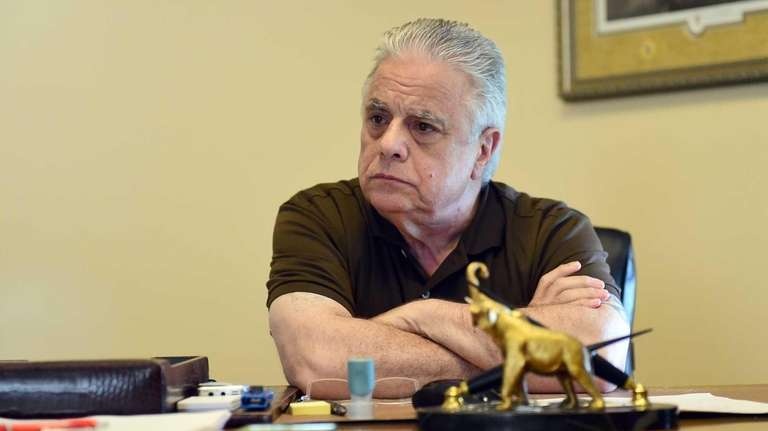 Gary Melius, Oheka Castle owner and political power