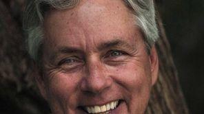 Bestselling author Carl Hiaasen speaks and signs copies