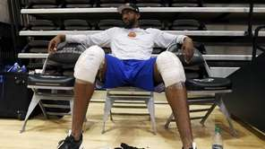 Amar'e Stoudemire ices his knees after the Knicks