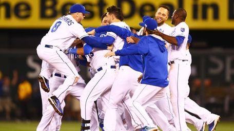 The Kansas City Royals celebrate their 9-8 win