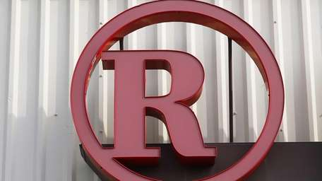 According to sources, RadioShack will shut down as