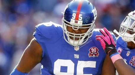 Johnathan Hankins, left, celebrates his fourth-quarter sack against