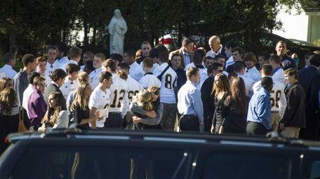 Hundreds arrive Sunday, Oct. 5, 2014, including neighboring