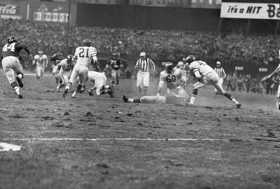 NOV. 20, 1960: THE HIT Linebacker Chuck Bednarik,