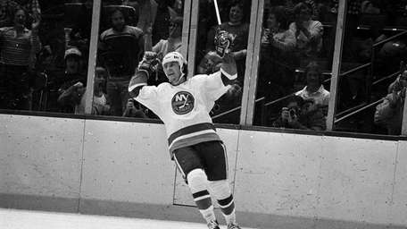 New York Islanders winger Mike Bossy cheers after