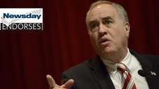 Thomas DiNapoli meets with the Newsday editorial board.