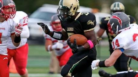 Longwood RB Isaiah White breaks free for a
