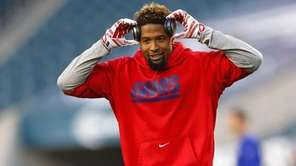 Odell Beckham Jr. #13 of the Giants warms