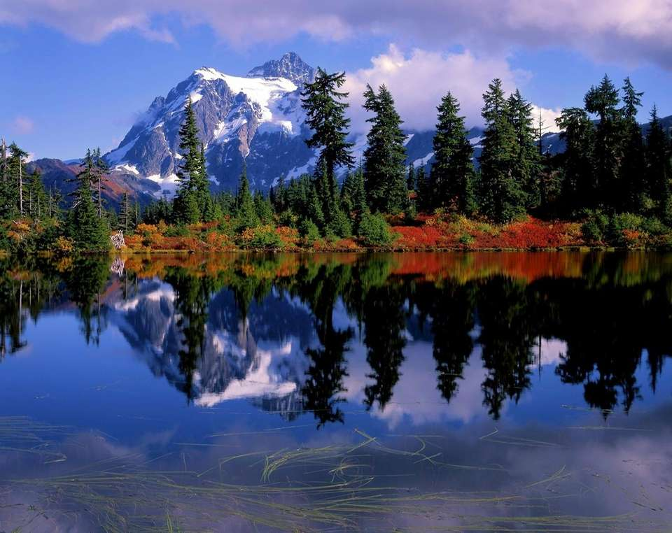 The alpine landscape of the the North Cascades