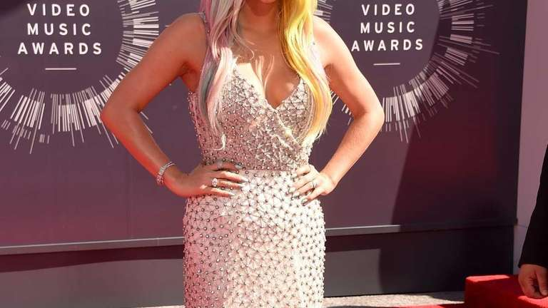Kesha arrives at the MTV Video Music Awards