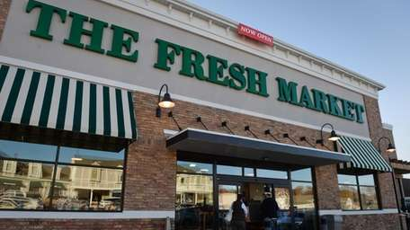 Specialty grocer The Fresh Market expects to open