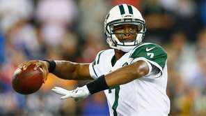 Jets quarterback Geno Smith passes the ball during