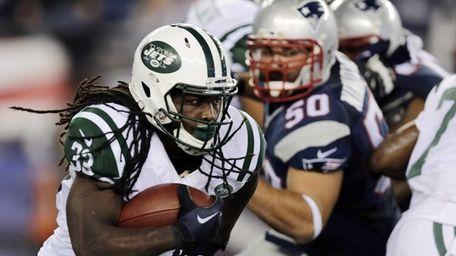 Jets running back Chris Ivory (33) runs away