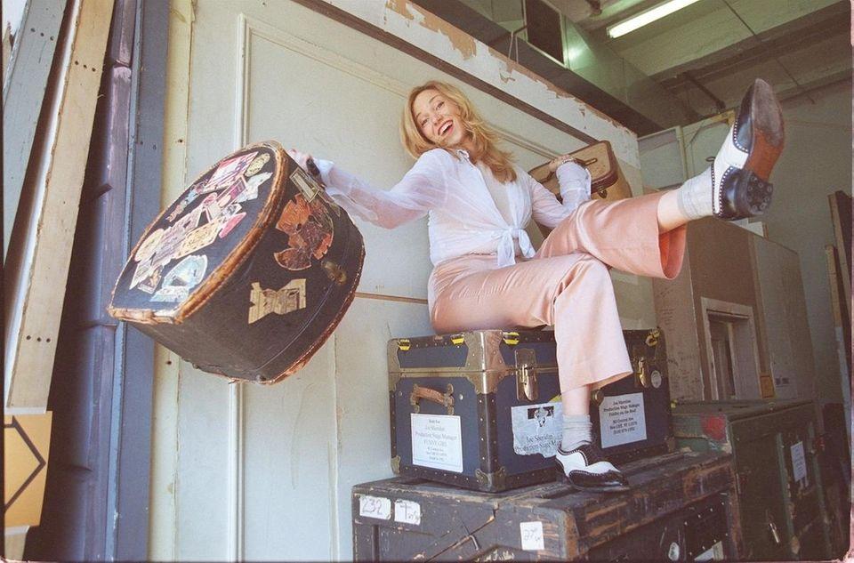 Debbie Gibson strikes a Fanny Brice pose on