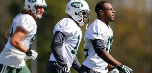 Jets wide receiver Percy Harvin, right, works out