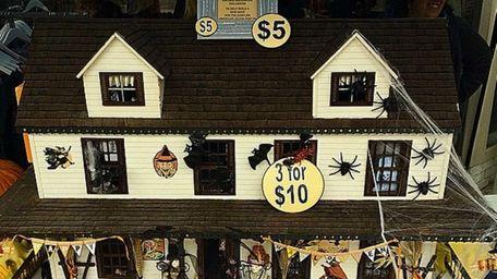This dollhouse by Babylon artist Monica Friedrich was