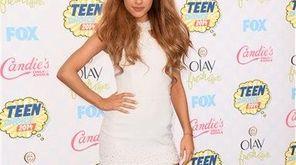 Ariana Grande arrives at the Teen Choice Awards