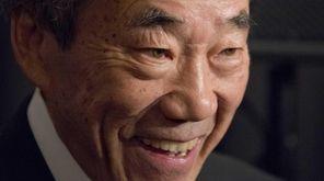 Islanders owner Charles Wang talks to the media