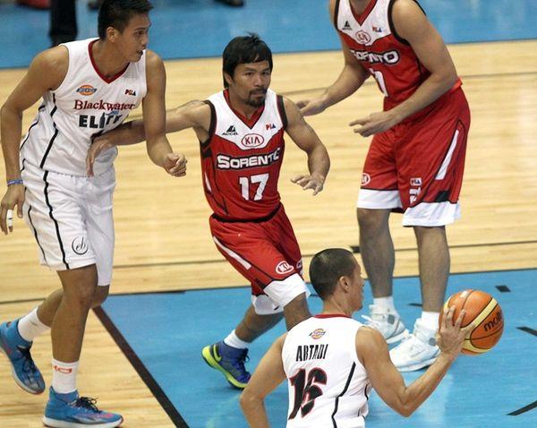 Manny Pacquiao, center, the playing-coach of KIA Sorentos
