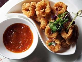 Calamari with a honey glaze sauce is on