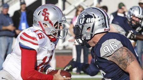 Stony Brook quarterback Conor Bednarski (16) goes toe