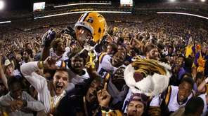 Members of the LSU Tigers celebrate after defeating