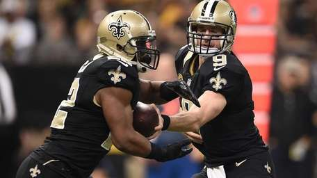 Drew Brees of the New Orleans Saints hands