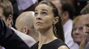 San Antonio Spurs assistant coach Becky Hammon, center,