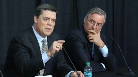 Hockey Hall of Fame member Pat LaFontaine has