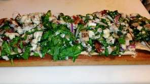 Flatbread with grilled chicken, spinach, bacon and Gorgonzola